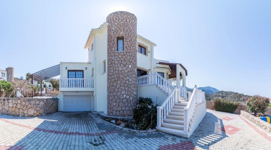 Вилла на первой линии на продажу - Продажа виллы на Кипре
