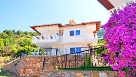 Seaview villa for sale in Alanya Bektas Turkey